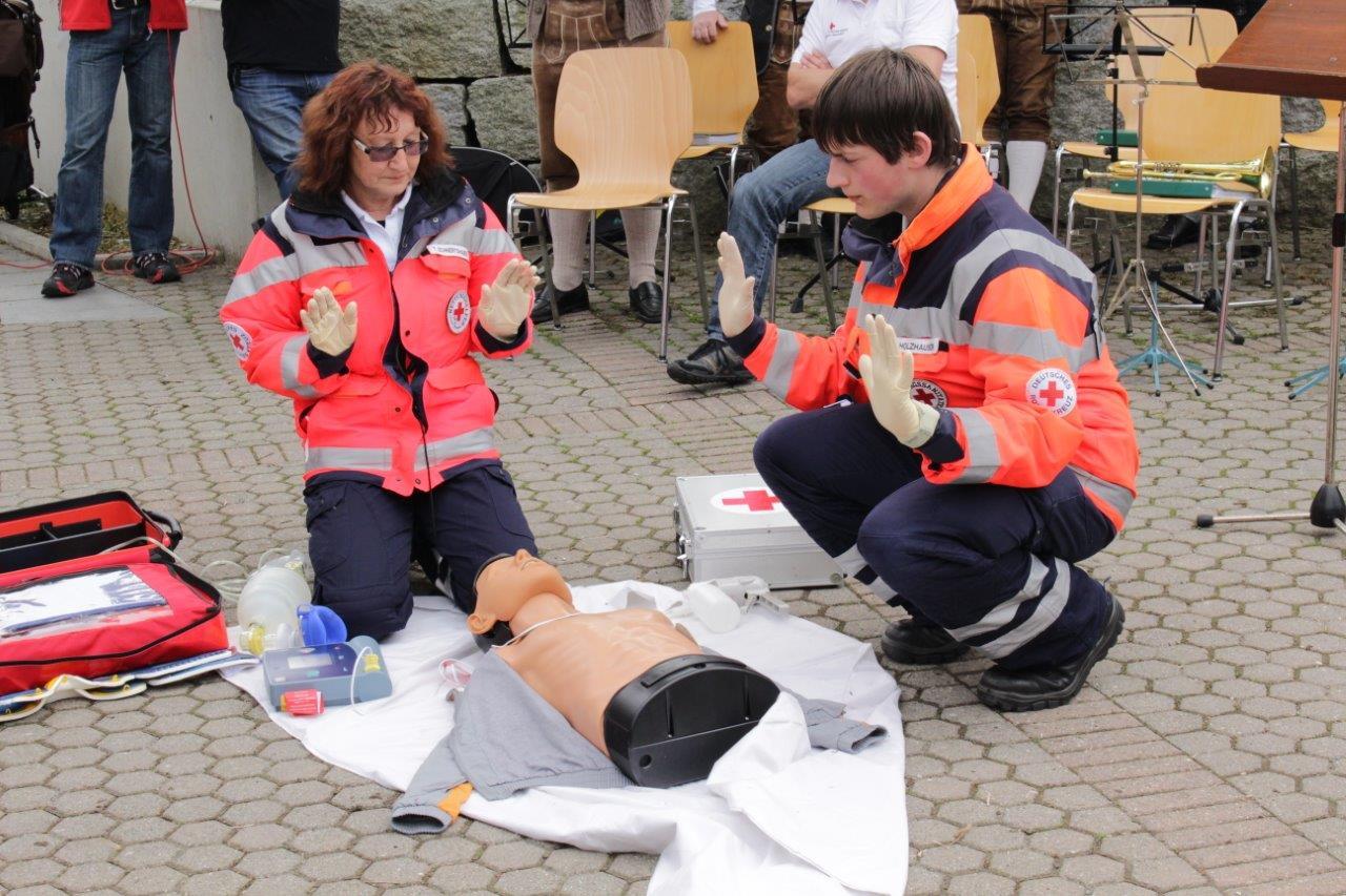 Während der Defibrillation darf der Patient nicht berührt werden!